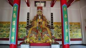 Интерьер буддийского виска около золотой статуи Будды в Паттайя, Таиланде акции видеоматериалы