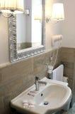 Интерьер ванной комнаты гостиницы Стоковое Изображение RF