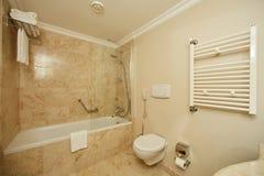 Интерьер ванной комнаты гостиницы Стоковые Фотографии RF