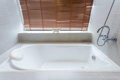Интерьер ванны белый керамический Стоковая Фотография RF