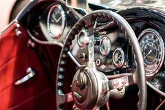 Интерьер винтажного автомобиля стоковые изображения rf