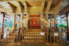 Интерьер виска реликвии зуба, известная реликвия зуба снабжения жилищем виска Будды в Канди, Шри-Ланке Стоковое Фото