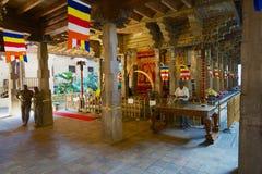 Интерьер виска реликвии зуба, известная реликвия зуба снабжения жилищем виска Будды в Канди, Шри-Ланка стоковые фотографии rf