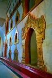 Интерьер виска с высекаенными украшениями, Bagan Ananda, Myanma Стоковое Изображение