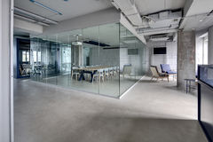 Интерьер в стиле просторной квартиры Стоковое Изображение RF