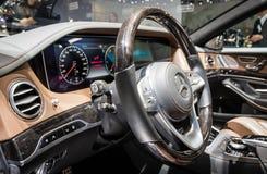 Интерьер гибридного автомобиля класса Benz s Мерседес Стоковые Фото