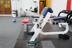 интерьер гимнастики оборудования центра прибора стоковое фото