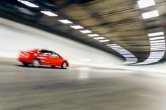 Интерьер городского тоннеля с автомобилем, нерезкостью движения Стоковое фото RF