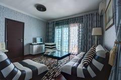 Интерьер живущей комнаты в вилле Стоковое Фото