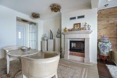 Интерьер живущей комнаты в роскошной вилле Стоковое Фото