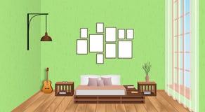 Интерьер живущей комнаты с пустыми рамками, гитарой, деревянным настилом и окном Идея проекта просторной квартиры в стиле битника Стоковое фото RF