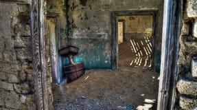 Интерьер загубленного дома в город-привидении Kolmanskop Намибии Стоковое Изображение RF