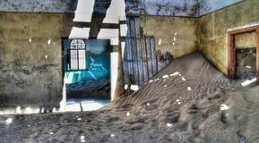 Интерьер загубленного дома в город-привидении Kolmanskop Стоковая Фотография