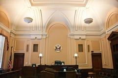 интерьер зала судебных заседаний стоковые фотографии rf