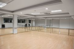 Интерьер залы спорта и танцев стоковые изображения
