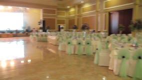 Интерьер залы свадьбы лестницы портрета платья принципиальной схемы невесты wedding сток-видео