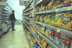 Интерьер ИДЕИ супермаркета низкой цены Стоковые Фотографии RF