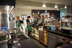 Интерьер кафа Starbucks Стоковое Фото