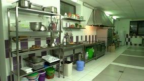 Интерьер коммерчески кухни сток-видео