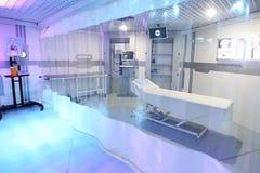 Интерьер комнаты диагностик в современной клинике стоковое фото rf