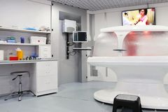 Интерьер комнаты диагностик в современной клинике стоковое изображение rf
