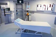 Интерьер комнаты диагностик в современной клинике стоковое изображение
