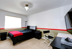 Интерьер комнаты мальчиков с районом офиса Стоковые Изображения