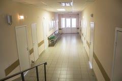 Интерьер коридора больницы без больных Стоковое фото RF