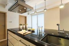 Интерьер кухни красоты стоковая фотография