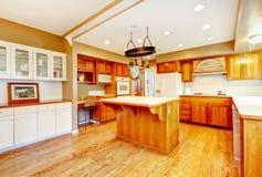 Интерьер кухни дома фермы страны американский Стоковые Изображения