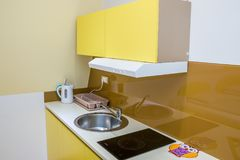 Интерьер кухни чистый стоковые изображения