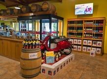 Интерьер магазина винодельни Vinakoper в Koper, Словении Стоковая Фотография
