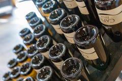 Интерьер магазина винодельни Vinakoper в Koper, Словении Стоковые Фото