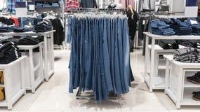 Интерьер магазина джинсов стоковое изображение rf