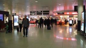 Интерьер международного аэропорта Франкфурта, Германии сток-видео