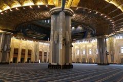 Интерьер мечети Кувейта грандиозный Стоковая Фотография