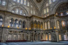 Интерьер мечети Nuruosmaniye, Стамбула, Турция, Стоковое фото RF