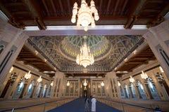 Интерьер мечети Qaboos султана грандиозный Стоковая Фотография