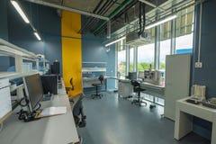 Интерьер новая лаборатория для исследования месторождений нефти сланца Стоковая Фотография