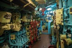 Интерьер отсека подводной лодки с приборами управления Стоковые Фотографии RF