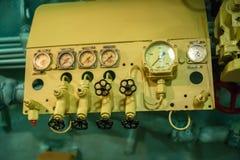 Интерьер отсека подводной лодки с приборами управления Стоковые Фото