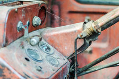 Интерьер покинутого винтажного трактора Стоковое Фото