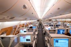 Интерьер предпринимательского класса аэробуса A380 эмиратов Стоковые Изображения RF