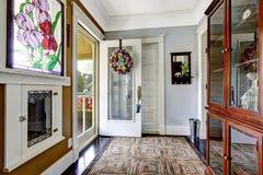 Интерьер прихожей входа в старом американском доме Стоковые Фотографии RF