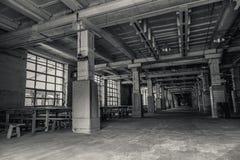 Интерьер промышленного здания в темных цветах Стоковое Фото