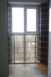 Интерьер пустой квартиры с большим окном Стоковое Фото