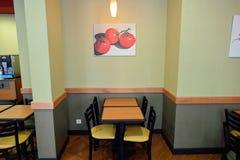 Интерьер ресторана фаст-фуда метро Стоковое Изображение RF