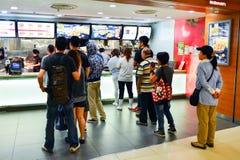 Интерьер ресторана McDonald Стоковые Изображения RF