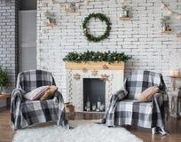 Интерьер рождества праздничный в серых и белых цветах Стоковые Изображения RF