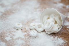 Интерьер рождества с кольцами меренги и сахаром замороженности играет главные роли стоковые фото